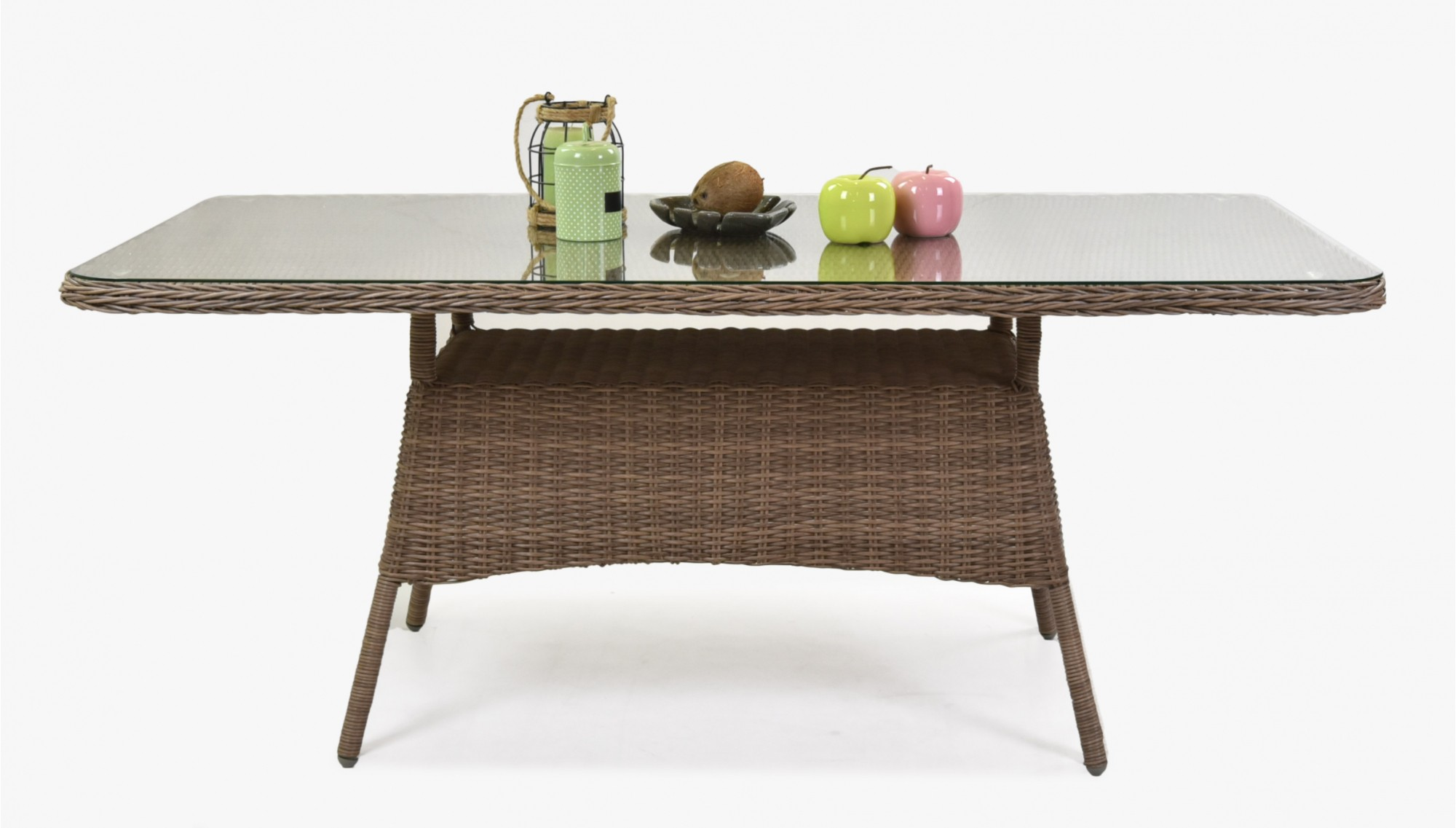 záhradný ratanový stôl